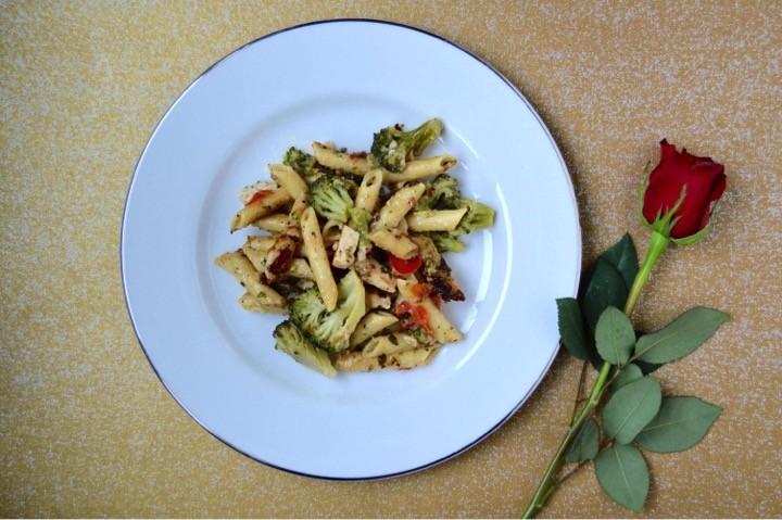 Bertolli Chicken Alfredo Penne Pasta main dish. Romantic dinner menu for a date night in in that you can make in 15 minutes! Quick + easy fancy meal at home. Pasta main course, salad, + side dish recipes.