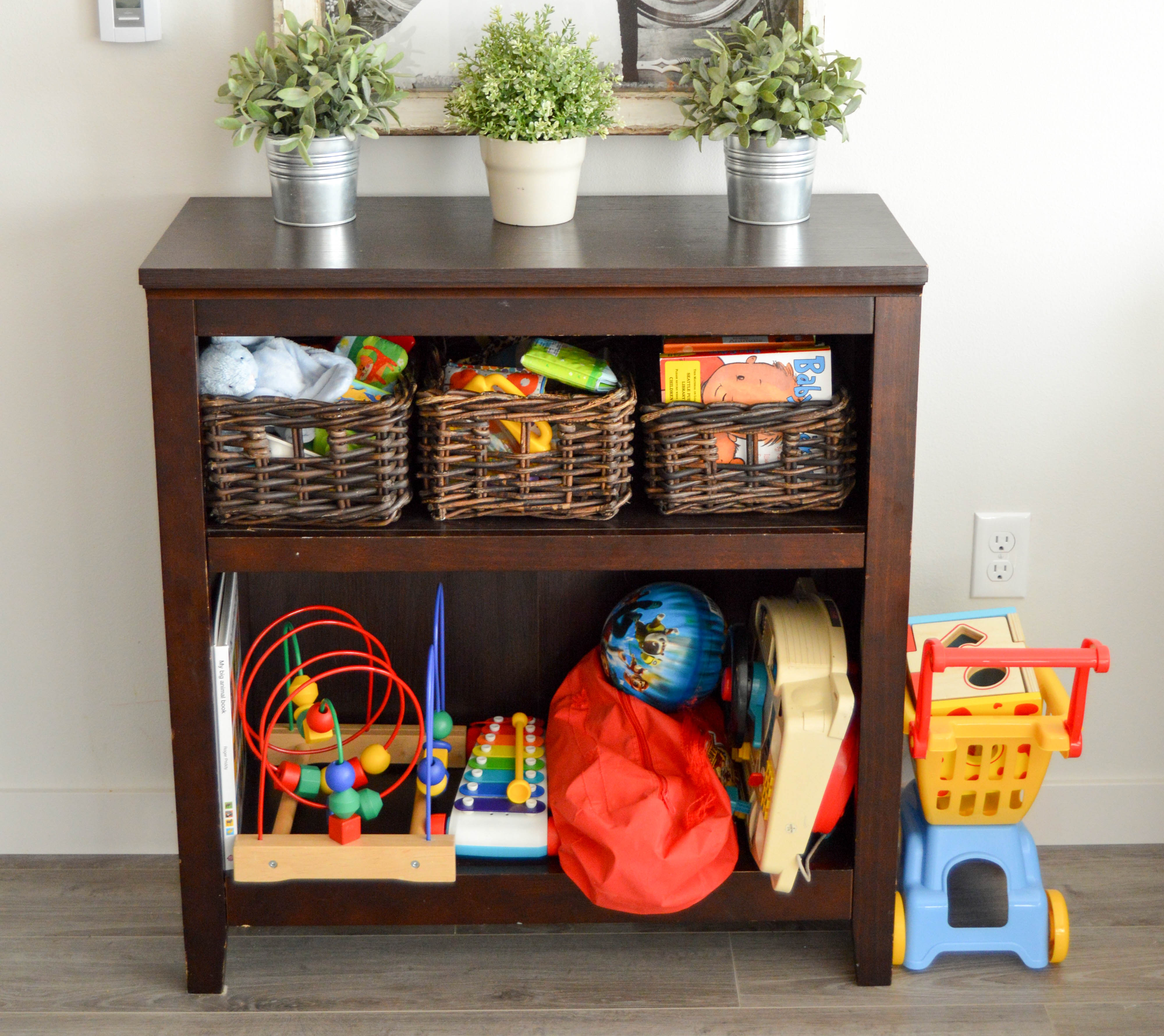 Tips for how to purge and organize your home like a pro. Steps for sorting into piles and purging rules to help you eliminate clutter and get rid of stuff. Toy station