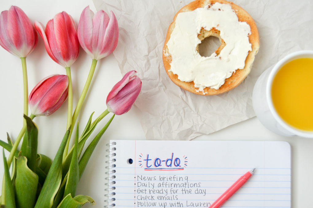 Order Helps | Organize your day with 5 to-do list tips. Making a to-do list that will help you with long-term goals, motivate you, + make accomplishing tasks more fun. | DIY daily organization ideas and creative ways to maximize your notebook or planner.