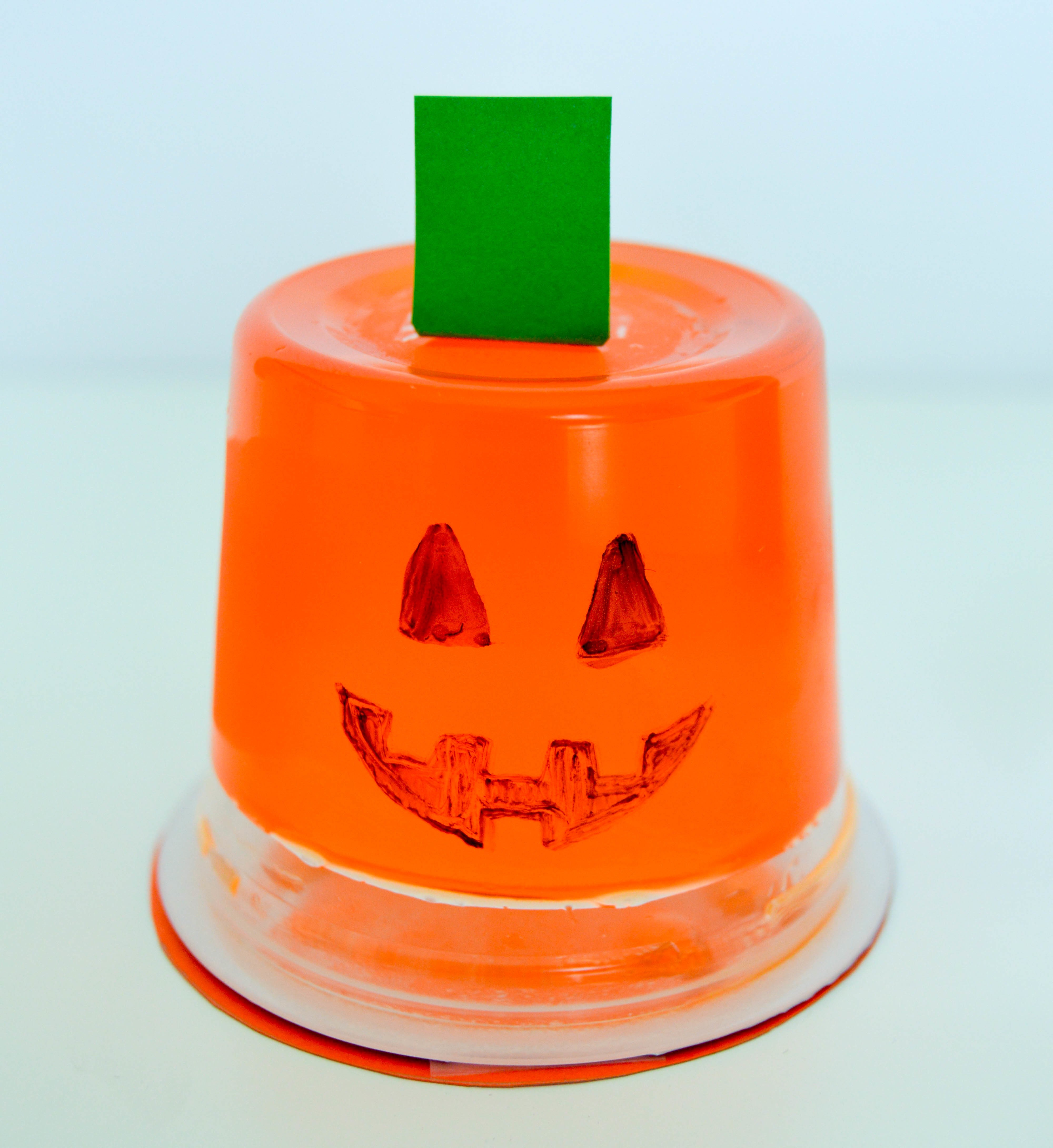Halloween Pudding Cups & Jello Cups | Cute and easy Halloween orange pumpkin jello cup