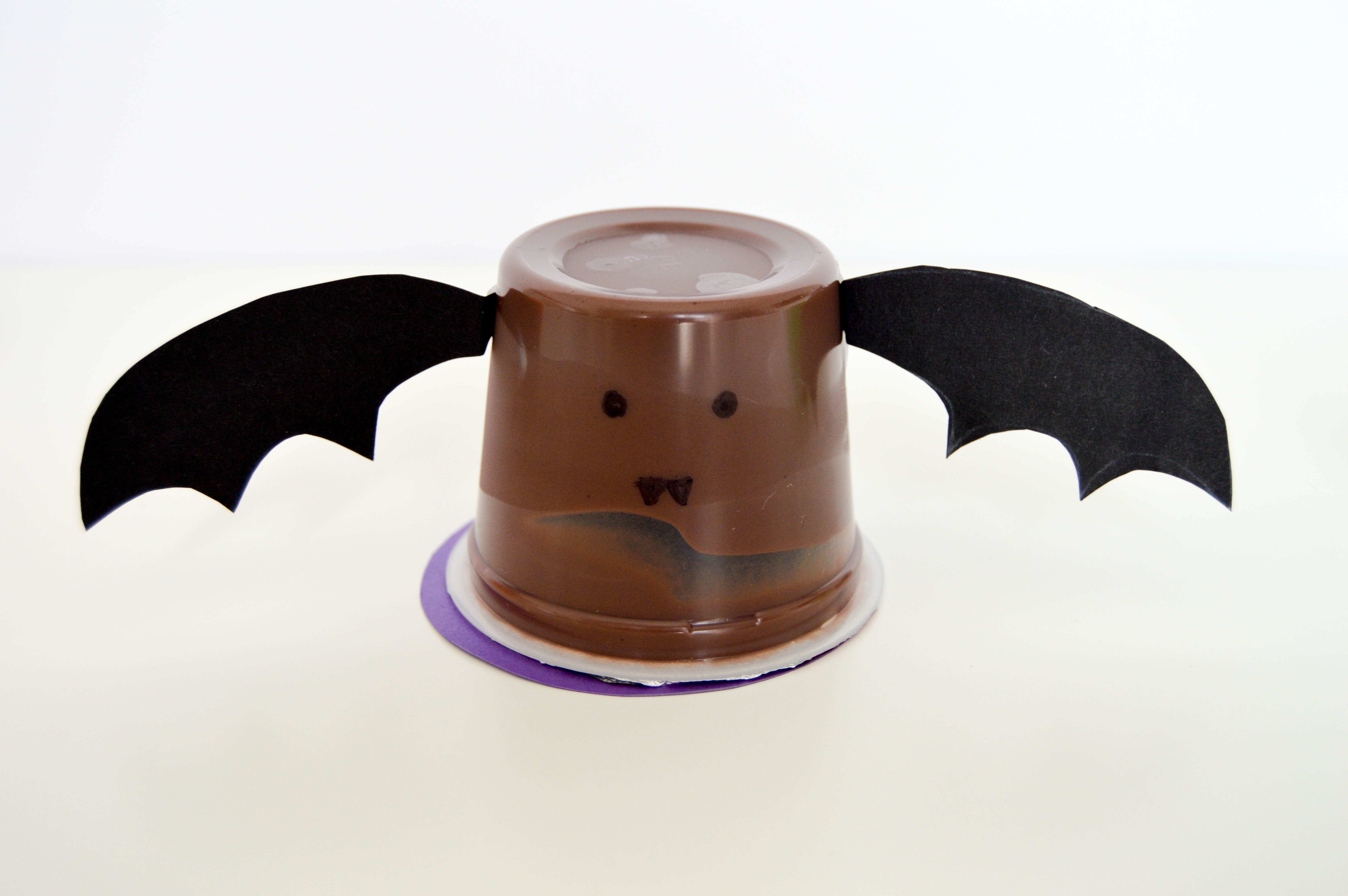 Halloween Pudding Cups & Jello Cups | Cute and easy bat pudding cup
