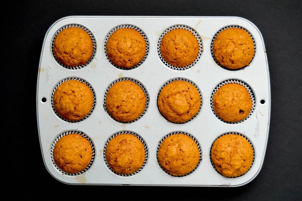 How to bake moist pumpkin muffins