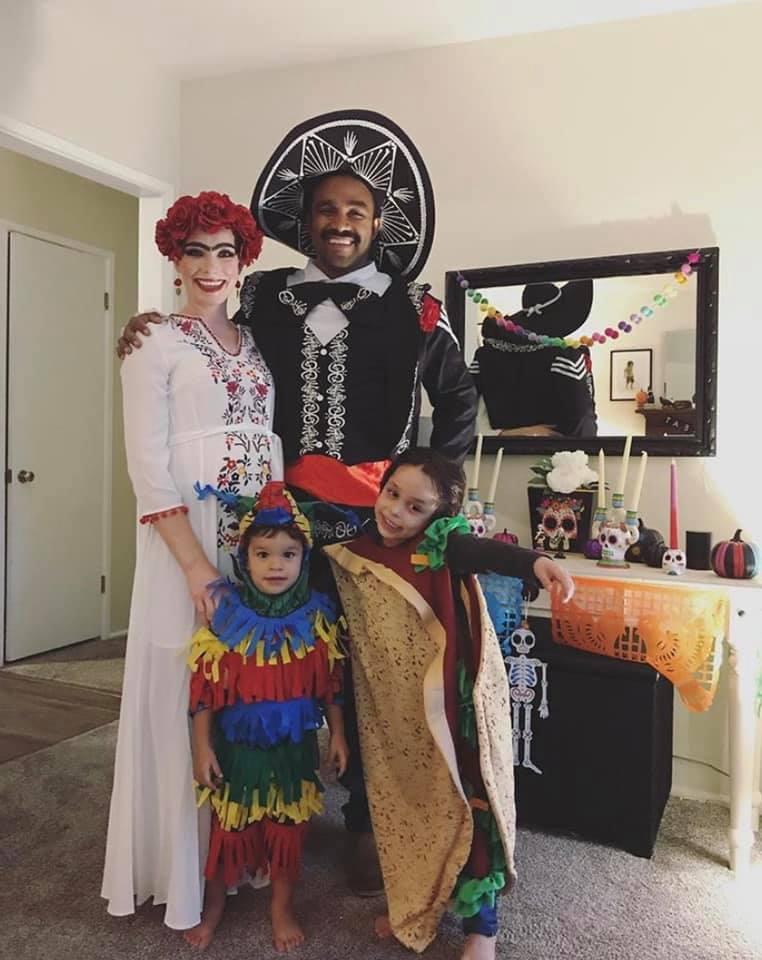 Halloween 2019 Costume Ideas Group.Easy Family Group Halloween Costume Ideas The Diy Lighthouse
